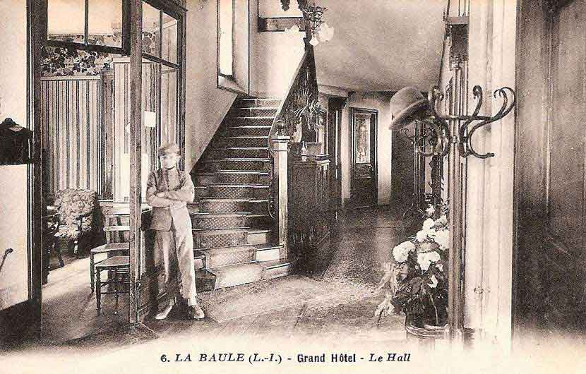 Le Grand Hôtel de La Baule - Le Hall et son groom